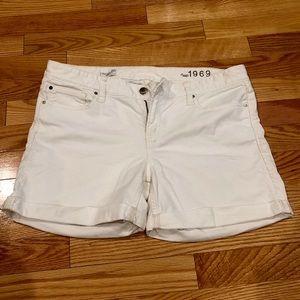 GAP White Cuffed Jean Shorts/ Size 32